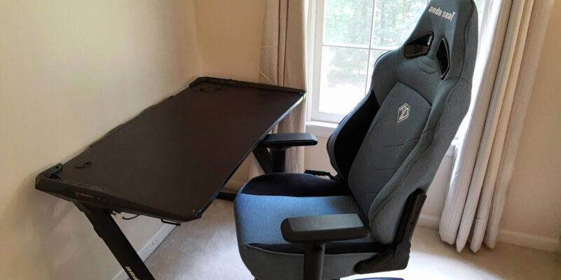 Обзор игрового кресла Anda Seat T-Compact - швы немного натянуты